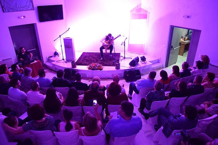 «Όταν η Μουσική προσεγγίζει τα Θαυμάσια» στο αμφιθέατρο του Σπηλαίου Κάψια (video - pics)