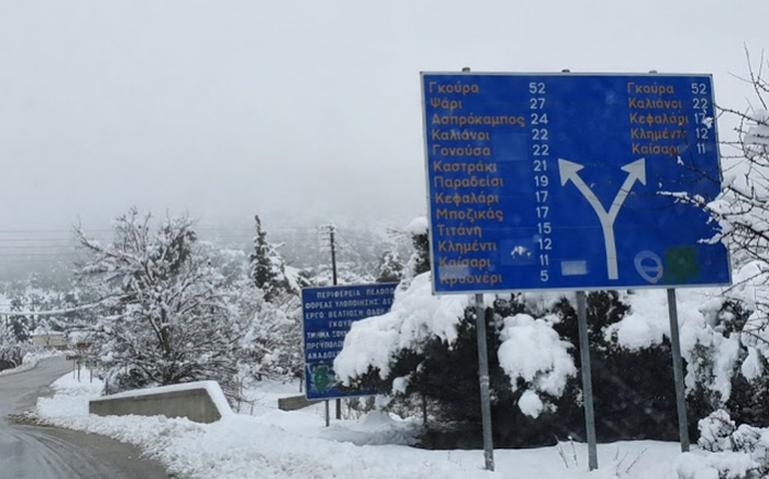 Εντατικές προσπάθειες για να μείνει ανοιχτό το οδικό δίκτυο στην ορεινή Κορινθία