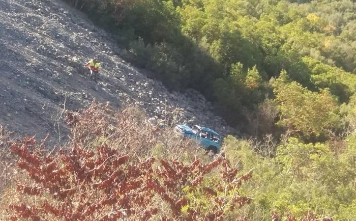 Τροχαίο στην εθνική οδό Τρίπολης - Πύργου όπου ιχ αυτοκίνητο έπεσε στον γκρεμό (video - pics)