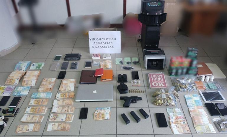 Εξαρθρώθηκε εγκληματική οργάνωση για εκβιασμούς, ναρκωτικά, όπλα, συμπληρώματα διατροφής