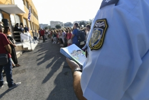 Ενημερωτικά φυλλάδια μοίρασαν αστυνομικοί σε δημοτικά σχολεία της Πελοποννήσου