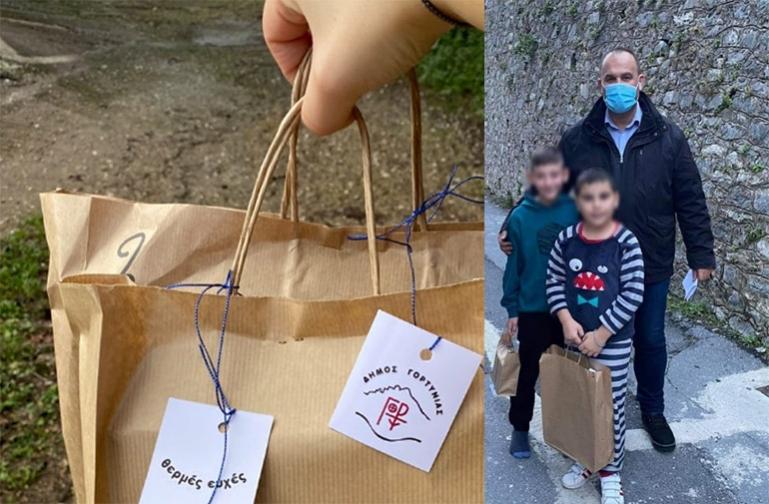 Δώρα αγάπης στους μαθητές της Γορτυνίας μοίρασε για τις γιορτές ο Δήμος Γορτυνίας