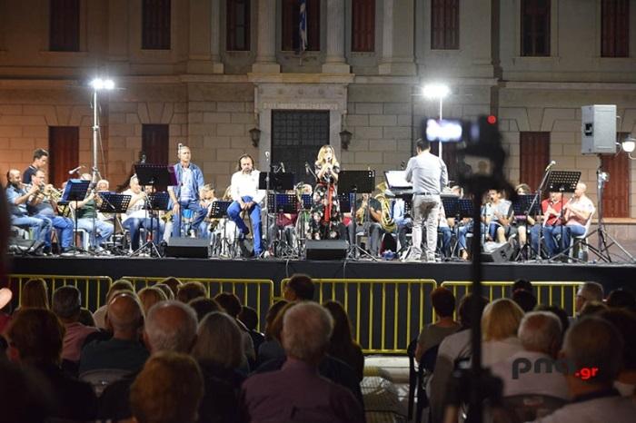 Καλοκαιρινό φεστιβάλ Τρίπολης: Βραδιά έντεχνης ελληνικής μουσικής στην πλατεία Άρεως (video - pics)