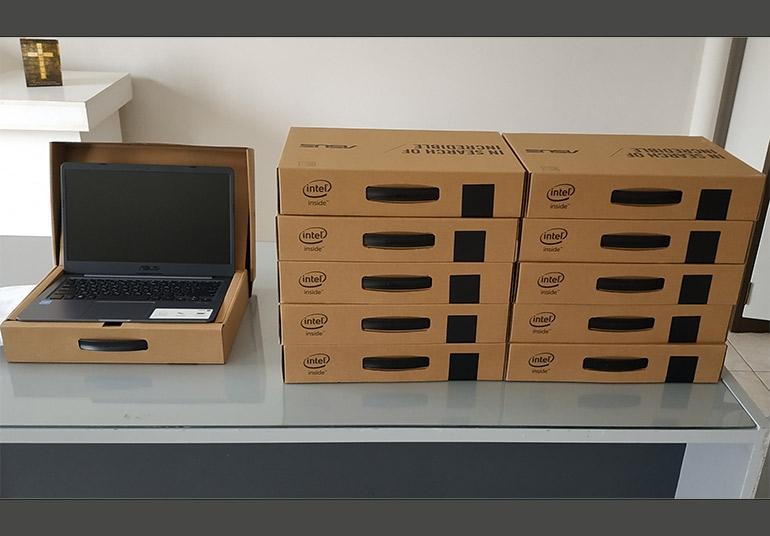 11 laptop δωρεά στα παιδιά των Αστυνομικών Υπαλλήλων Αργολίδας από την EUROINS INSURANCE GROUP