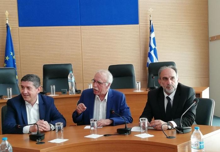 Σύσκεψη στην Περιφέρεια Δυτ. Ελλάδας παρουσία του υπουργού Δ. Βίτσα για το μεταναστευτικό