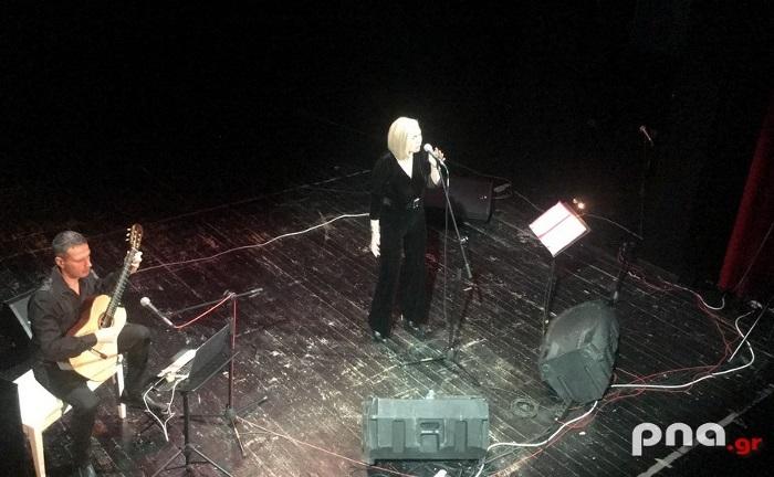 Ένα μουσικό ταξίδι από τηΡίτα Αντωνοπούλου και τον κιθαρίστα Μανόλη Ανδρουλιδάκη στην Τρίπολη (video - pics)