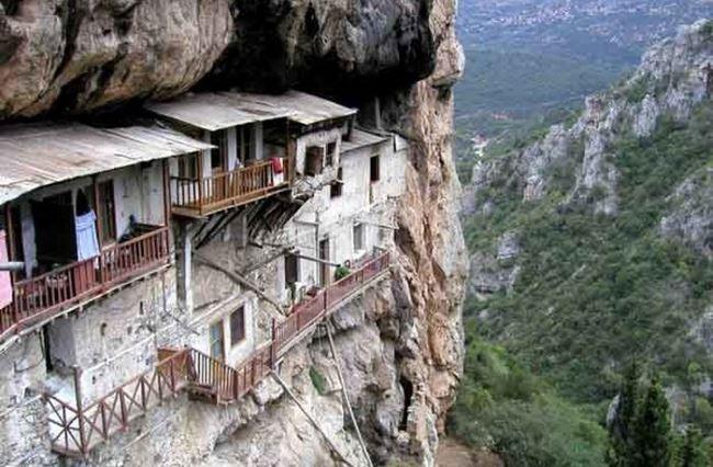 Δυο Aρκαδικά μοναστήρια στα 20 ωραιότερα μοναστήρια της Ελλάδας