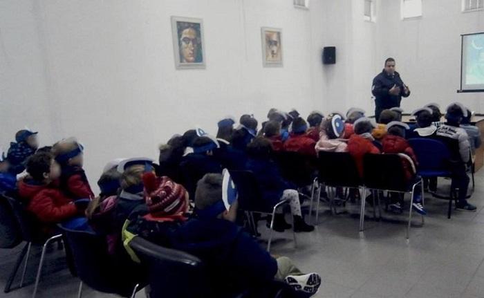 Επίσκεψη του 3ου Νηπιαγωγείου Τρίπολης στο τμήμα Τροχαίας της πόλης (pics)