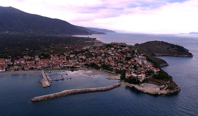 Λύσεις στο πρόβλημα με το λιμάνι του Παράλιου Αστρους αναζητήθηκαν σε σύσκεψη στην Περιφέρεια Πελοποννήσου