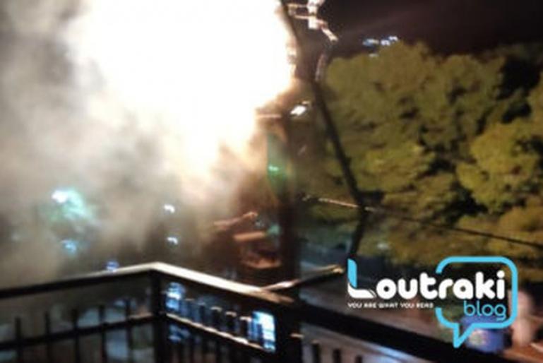 Λουτράκι: Bραχυκύκλωμα και φωτιά σε κολόνα της ΔΕΗ - Ξύπνησαν από τις εκρήξεις (video - φωτο)
