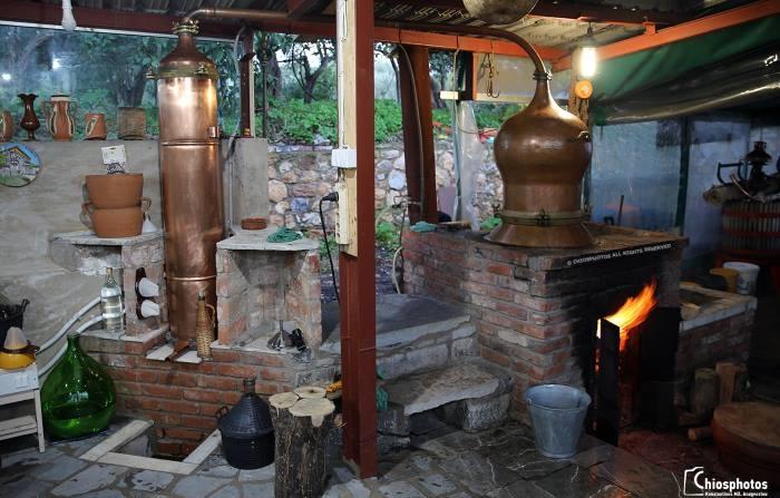 Το καζάνισμα της Σούμας, το παραδοσιακό ποτό της Χίου (video & photo)