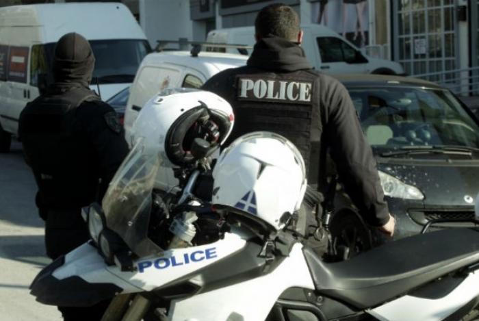 Αλλοδαπός άνδρας επιτέθηκε με τούβλο σε θαμώνες καφετερίας στην Τρίπολη