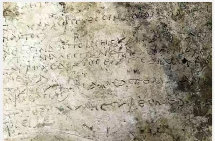 """Σημαντικό αρχαιολογικό εύρημα στην Ολυμπία: """"Εντοπίστηκε ενεπίγραφη πήλινη πλάκα με απόσπασμα από την Οδύσσεια"""""""