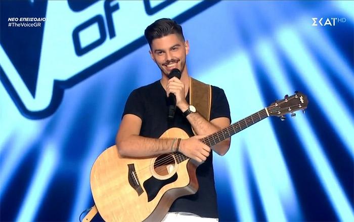 """Νίκησε και συνεχίζει στο """"The Voice of Greece"""" ο Τάσος Γεωργουδιός (video)"""