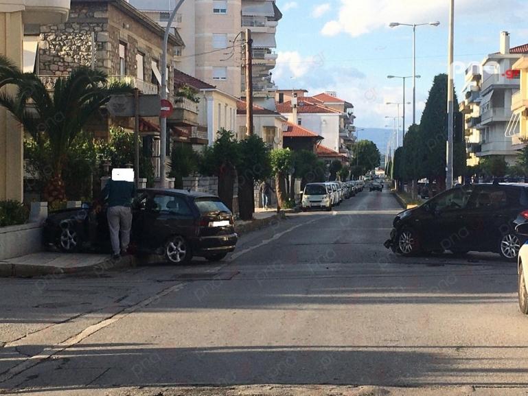 Σφοδρή σύγκρουση οχημάτων στη οδό Καλαβρύτων στην Τρίπολη (pics)