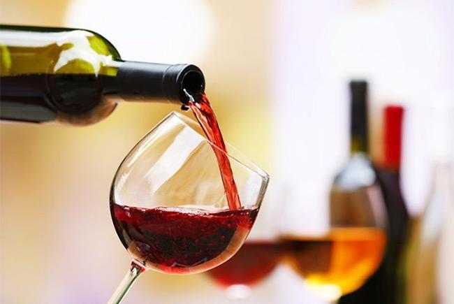 Αλκοόλ: Πώς να το εντάξετε με ασφάλεια στη διατροφή σας