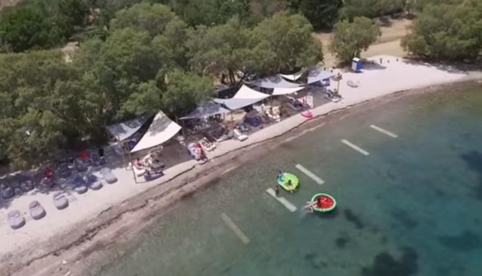 Η μαγική παραλία του Αγίου Ισιδώρου σε ένα από τα πιο φωτογραφημένα μέρη της Χίου (ΒΙΝΤΕΟ DRONE)