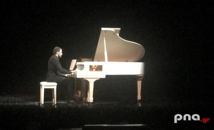 Ρεσιτάλ πιάνου στο Μαλλιαροπούλειο Θέατρο της Τρίπολης από το Γιάννη Ζαχαρόπουλο (video - pics)