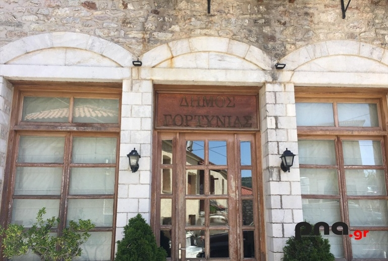 50 tablets δωρεά από τον εφοπλιστή Θανάση Μαρτίνο στις σχολικές μονάδες του Δήμου Γορτυνίας