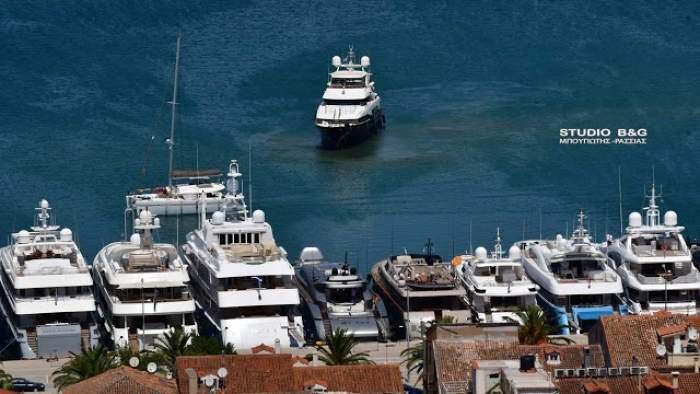 Άρχισαν να καταφθάνουν τα πολυτελή γιοτ στο Ναύπλιο για το 5ο Mediterranean Yacht Show