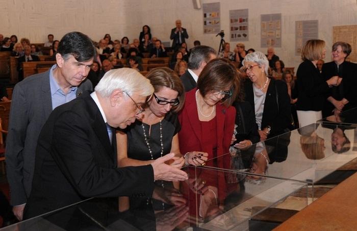 """Εγκαινιάστηκε η έκθεση με τίτλο """"Θησαυροί της Ιστορικής Βιβλιοθήκης Ανδρίτσαινας"""""""