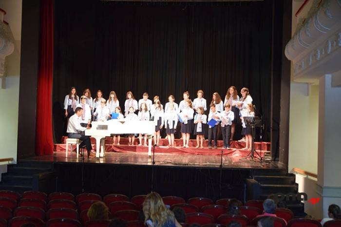 Γέμισε παιδικά τραγούδια το Μαλλιαροπούλειο Θέατρο στο 5ο φεστιβάλ παιδικών χορωδιών (video - pics)
