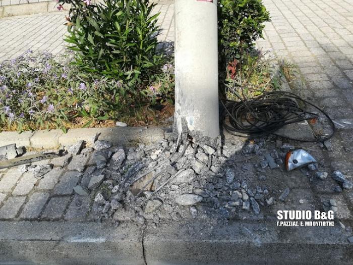 Τροχαίο ατύχημα τα ξημερώματα στο Ναύπλιο - Αυτοκίνητο κάρφωσε σε κολόνα της ΔΕΗ