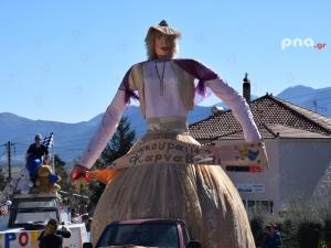 Αποκριάτικη ατμόσφαιρα με κέφι και σάτιρα στο Καρναβάλι στο Κακούρι Αρκαδίας (video - pics)