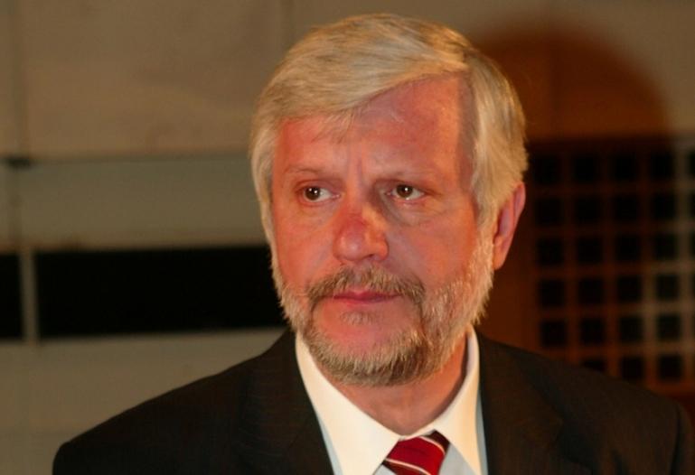 Πέτρος Τατούλης: Αποκαλύπτεται η επικινδυνότητα και η ανικανότητα του κ.Νίκα για τη διαχείριση της Δημόσιας Υγείας