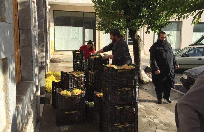 Προσφορά φρούτων για το «ΚΑΛΑΘΙ ΤΟΥ ΠΤΩΧΟΥ ΑΔΕΛΦΟΥ» της Ι. Μ. Μαντινείας (pics)