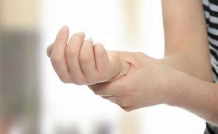 «Μυρμηγκιάζουν» τα χέρια σας; Αυτή είναι η πιθανότερη αιτία