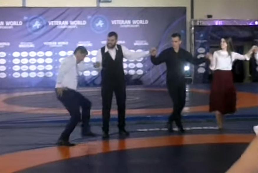 Λουτράκι: Τελετή έναρξης παγκόσμιων αγώνων πάλης και ο χορός του Αυγενάκη που τρέλανε κόσμο (vid)