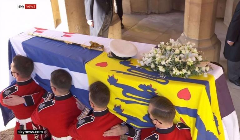 Κηδεία πρίγκιπα Φιλίππου: Ο ελληνικός σταυρός στο φέρετρο