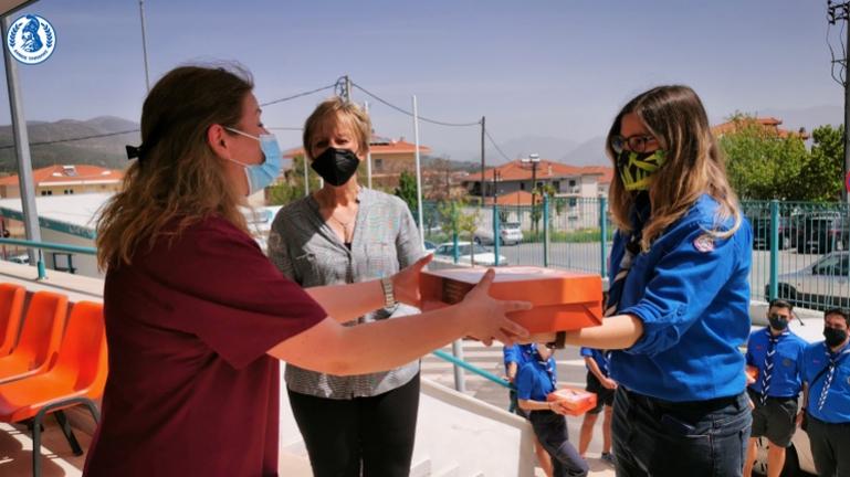 Συμβολική κίνηση αγάπης και αλληλεγγύης από τον Δήμο Τρίπολης και τους Προσκόπους