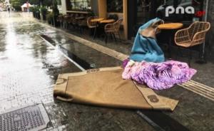 Έριξε «κουβέρτες» στο κέντρο της Τρίπολης (photo)